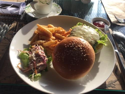 クイーンコホテル&カジノのハンバーガー
